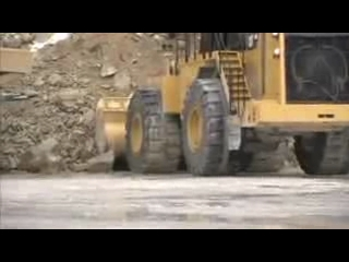 DANACH >: CAT 992K Wheel Loader Digging into Material
