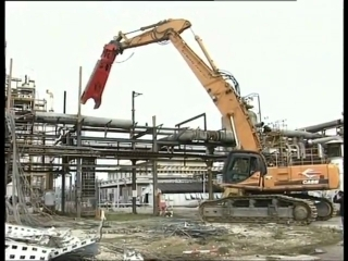 DANACH >: CASE CX800 Demolition in action