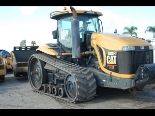 AFTER >: CAT Challenger Traktor